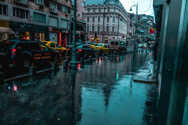 梅雨に負けない!スーツの雨対策